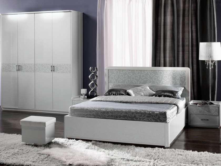 Спальные гарнитуры глянец